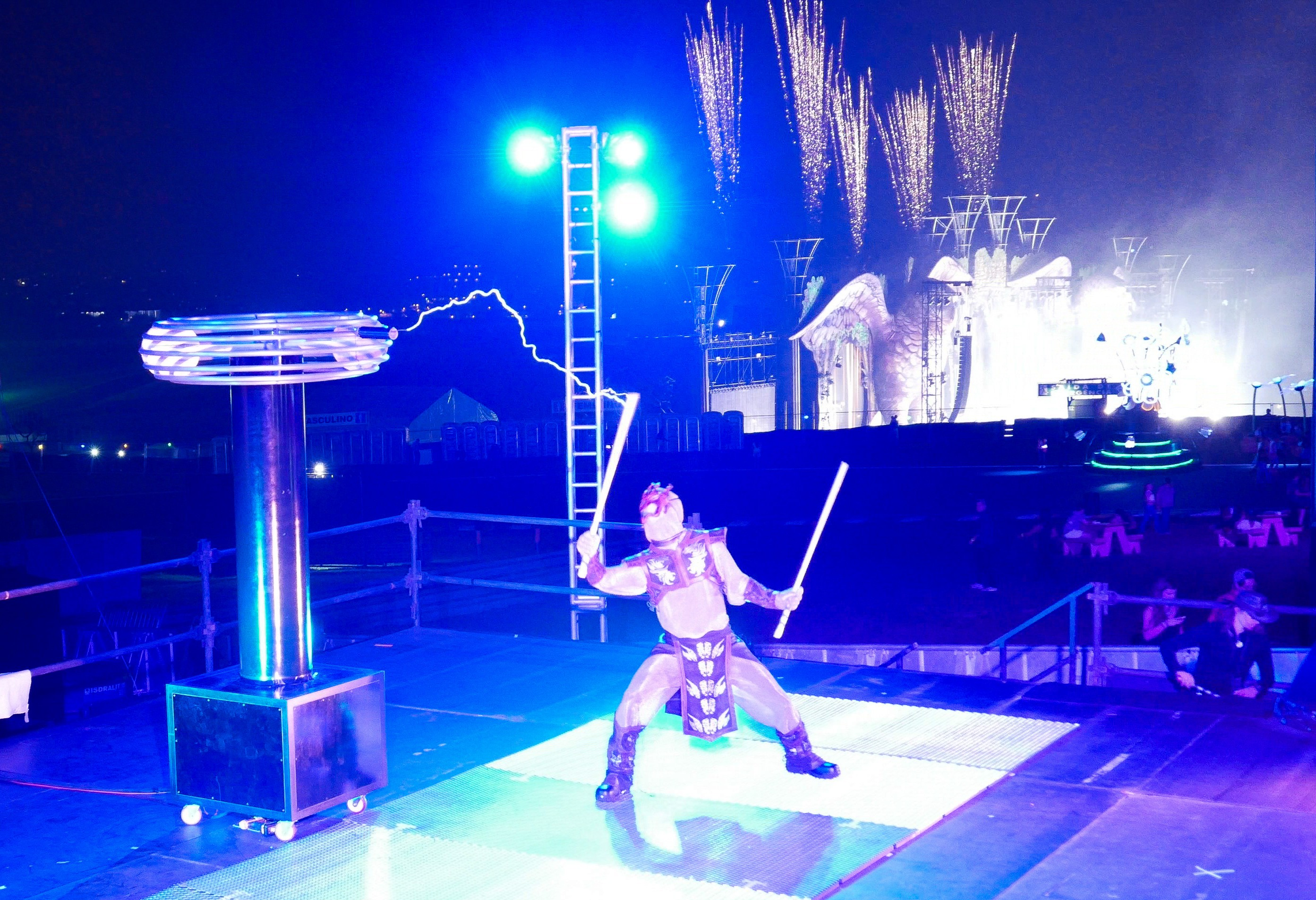 Founder of Skyfire Arts Michael Ravenwood Performing with the high voltage of the Tesla Coil at EDC Brasil.