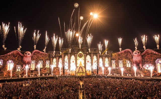 EDC Las Vegas International Speedway Love in the Fire performs fire dance on the nation's largest stage for the well known entertainment company Insomniac Electric Daisy Carnival